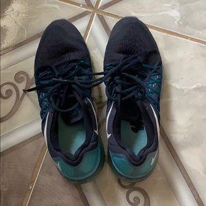 Gently worn NikeAirMax women running shoes size7.5